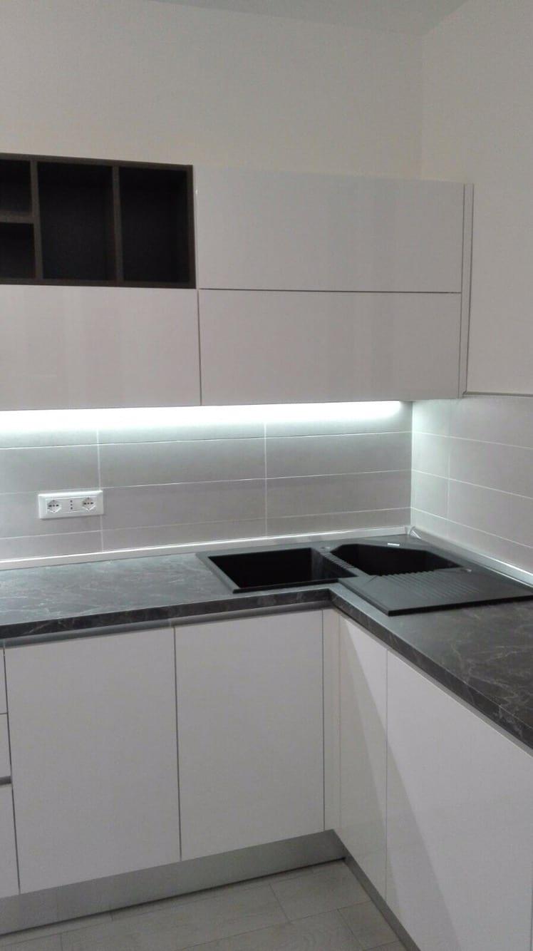 Cucina con lavello ad angolo. – B&V Divani