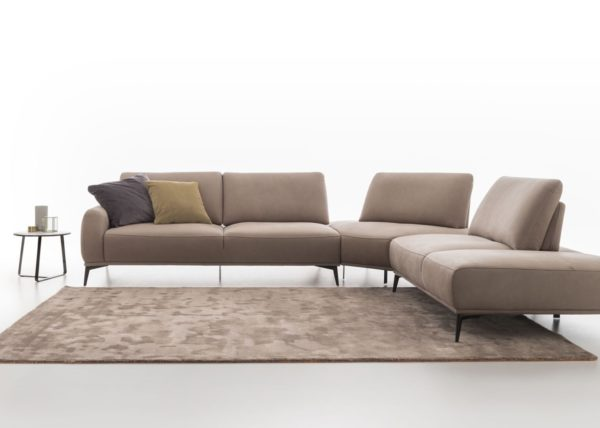 Divani modelli in esposizione b v divani for Modelli divani